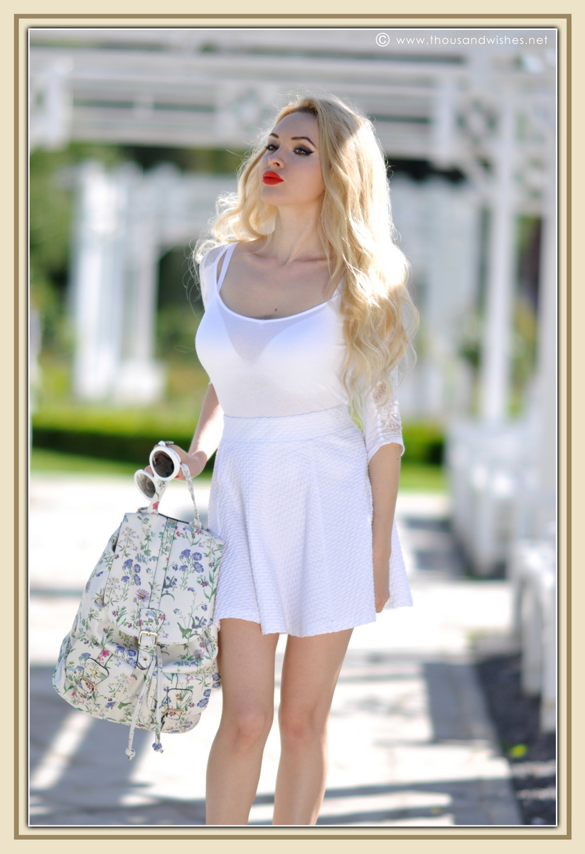 05_all_white_outfit_flower_backpack_chunky_heels