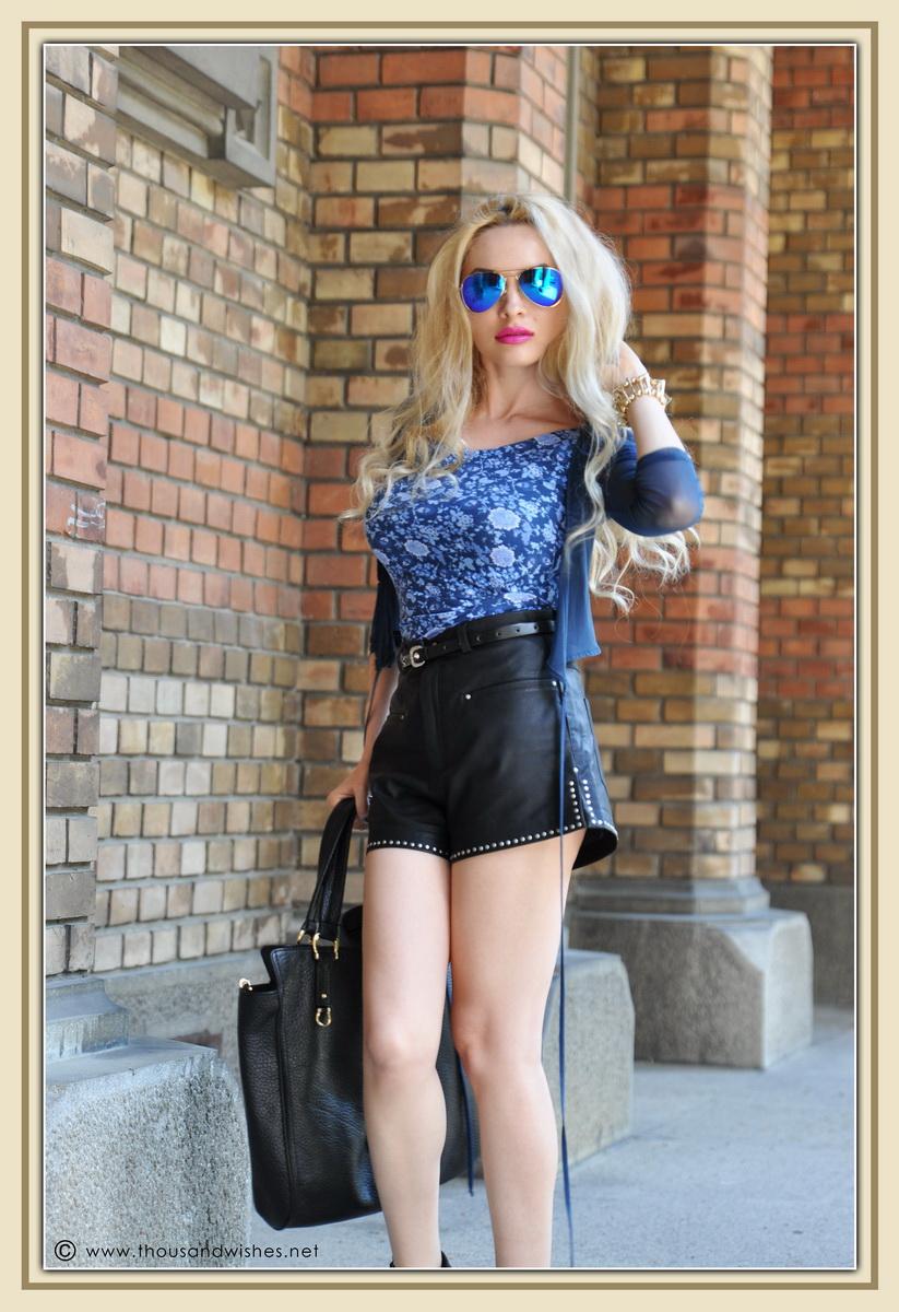 05_leather_black_shorts_blue_glasses_chuncky_boots