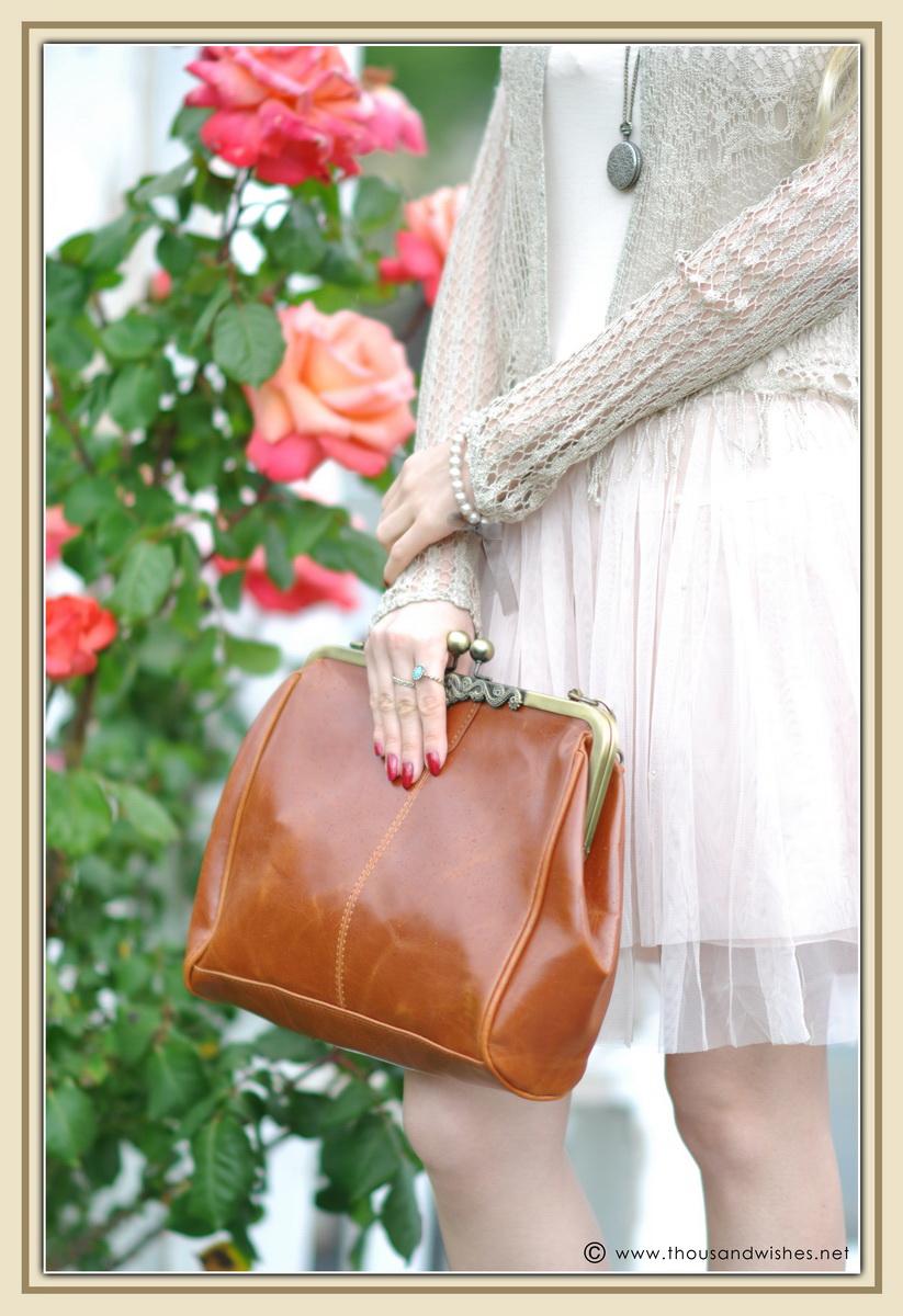 05_vintage_look_tulle_dress_purse