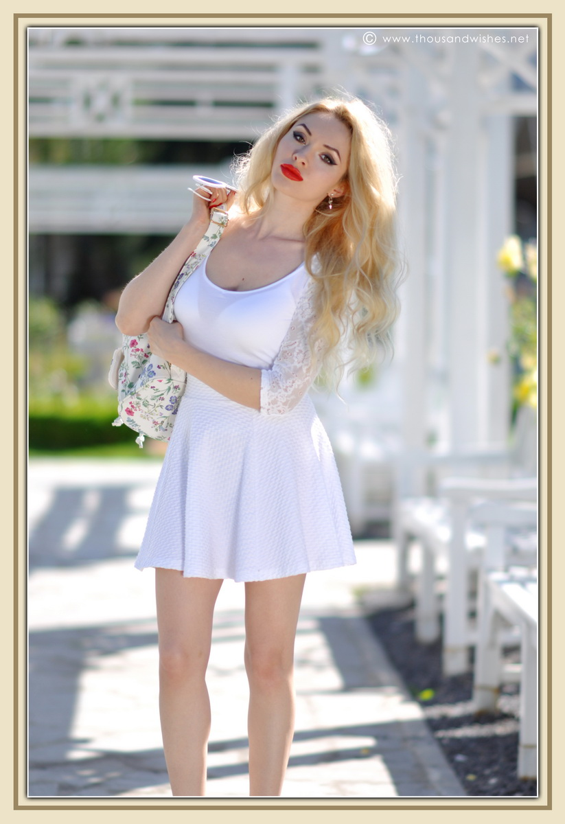 06_all_white_outfit_flower_backpack_chunky_heels