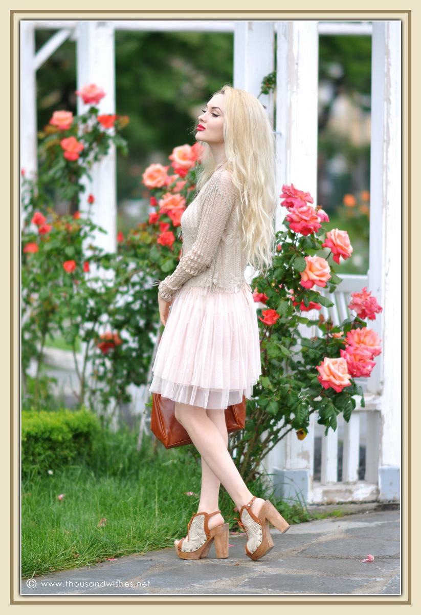 06_vintage_look_tulle_dress_filigree_cameo_brooch