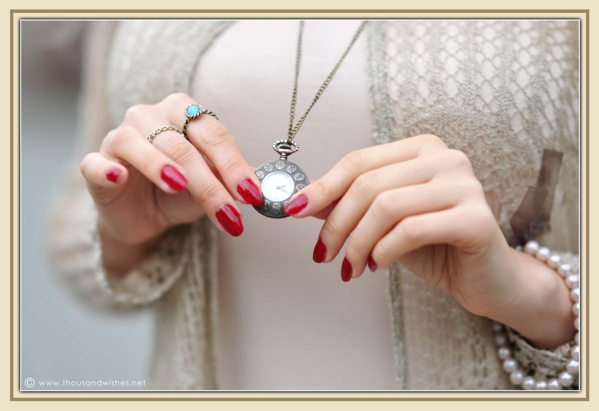 09_vintage_accessories_watch_burgundy_nails