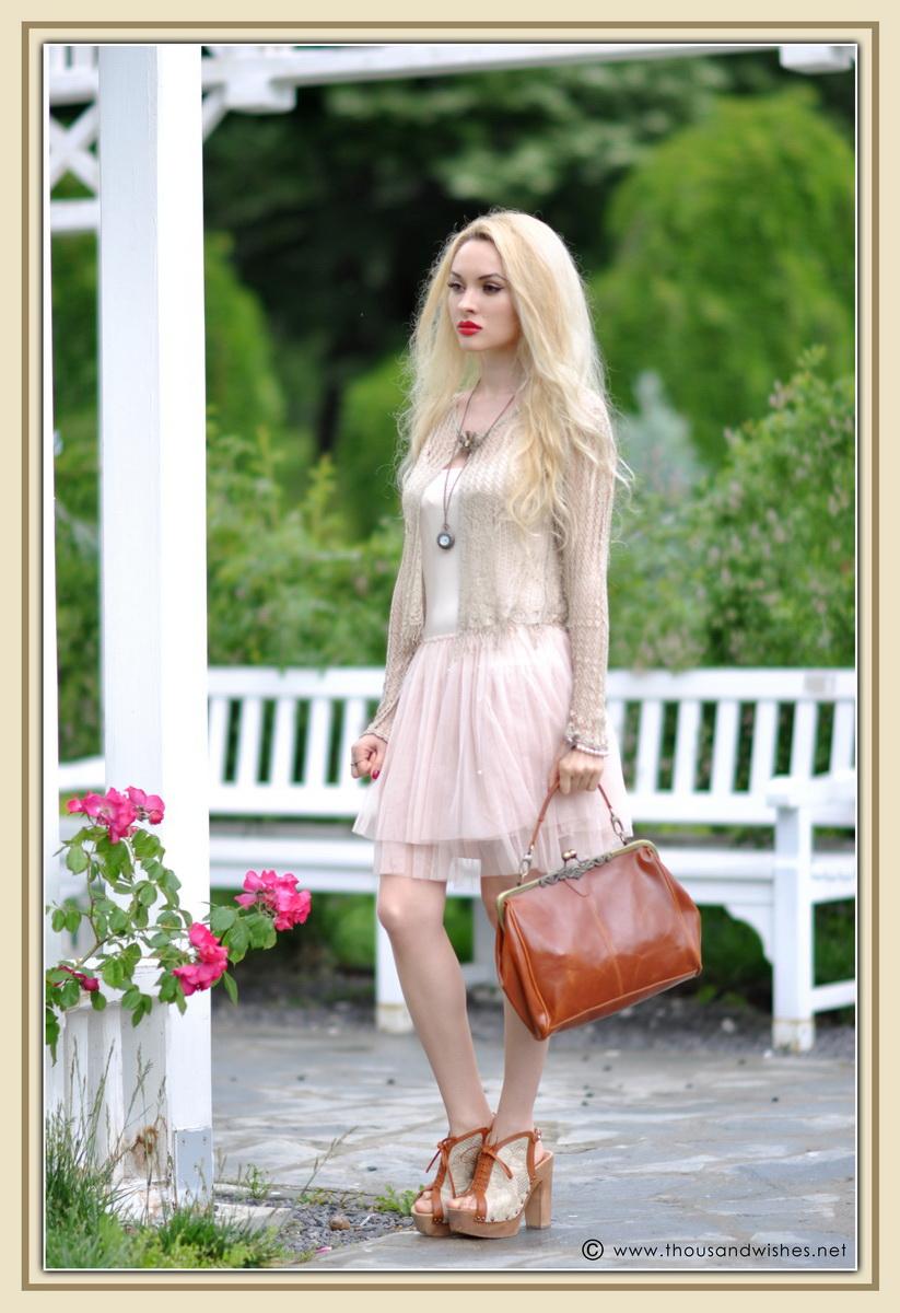 10_vintage_look_tulle_dress_filigree_cameo_brooch