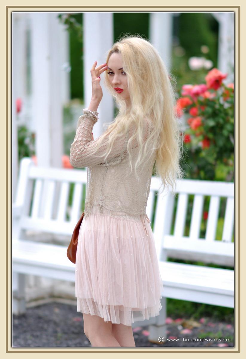 11_vintage_look_tulle_dress_filigree_cameo_brooch
