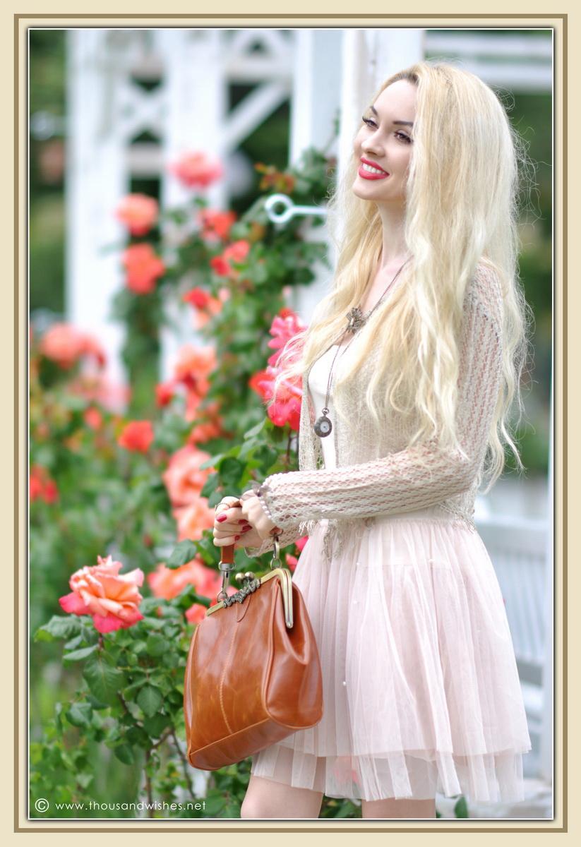 16_vintage_look_tulle_dress_filigree_cameo_brooch