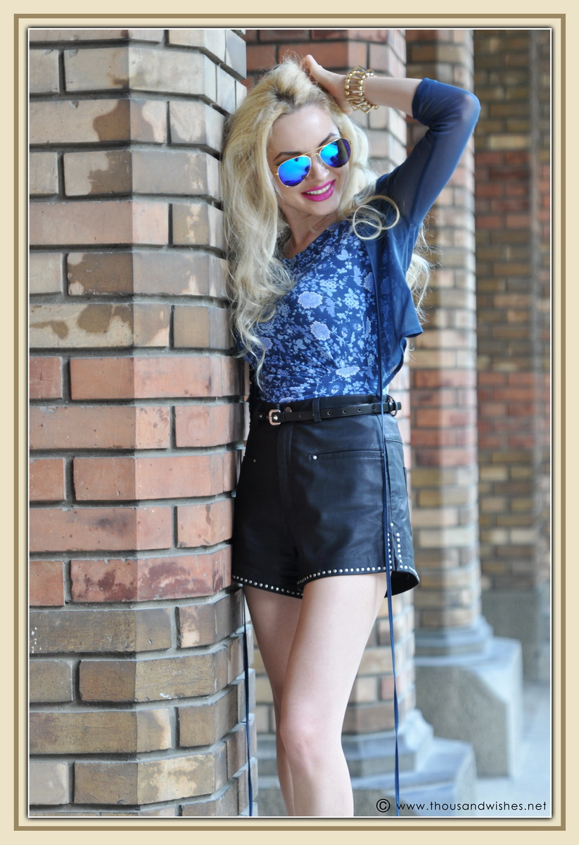 17_leather_black_shorts_blue_glasses_chuncky_boots