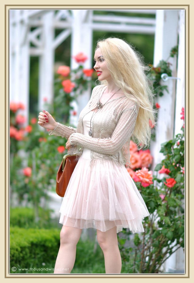 17_vintage_look_tulle_dress_filigree_cameo_brooch