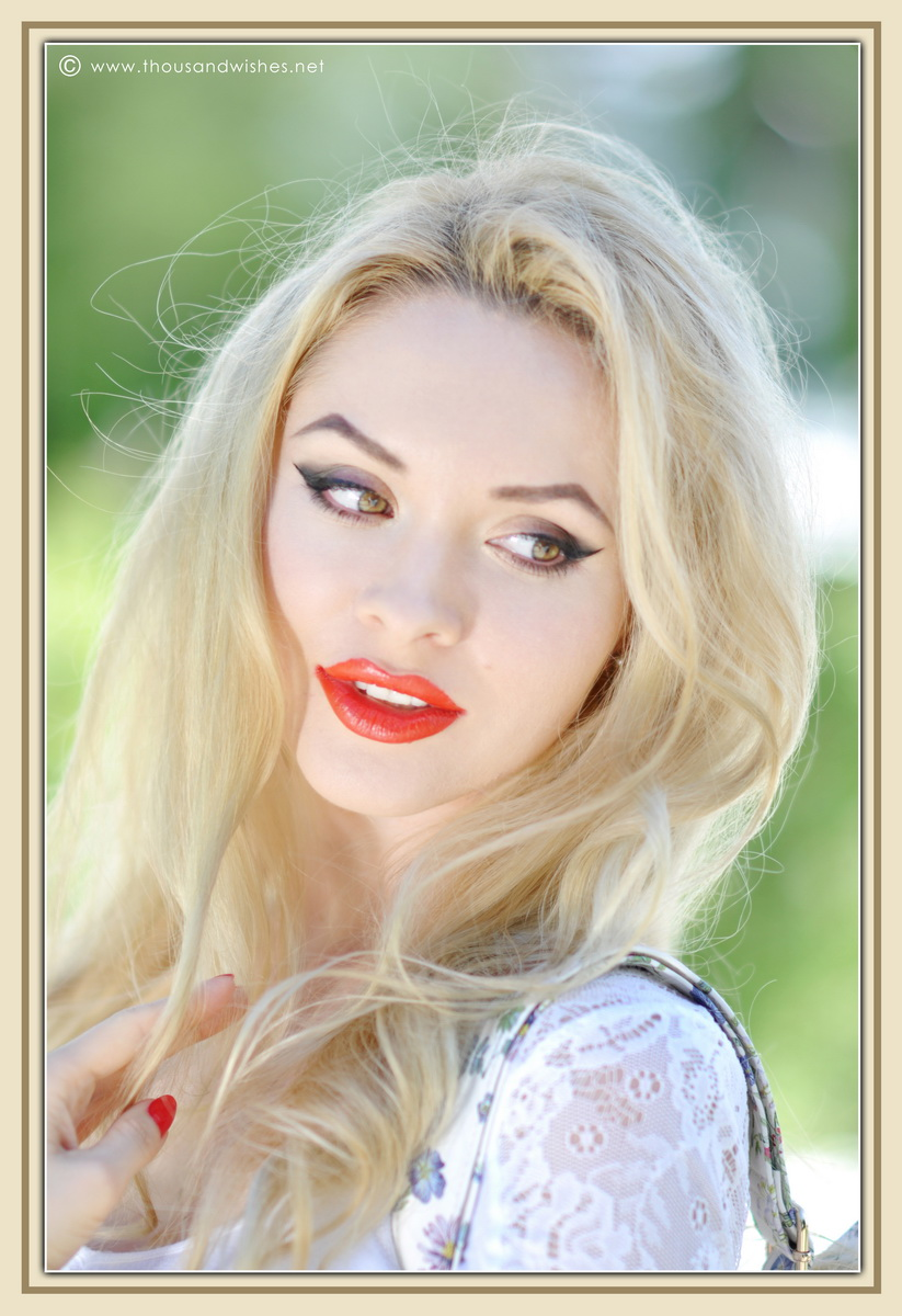 18_coral_lips_green_eyes_blonde
