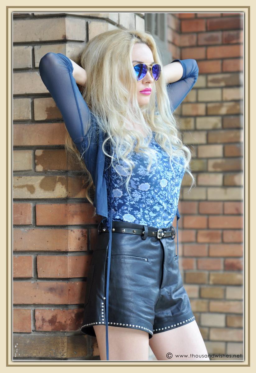 18_leather_black_shorts_blue_glasses_chuncky_boots
