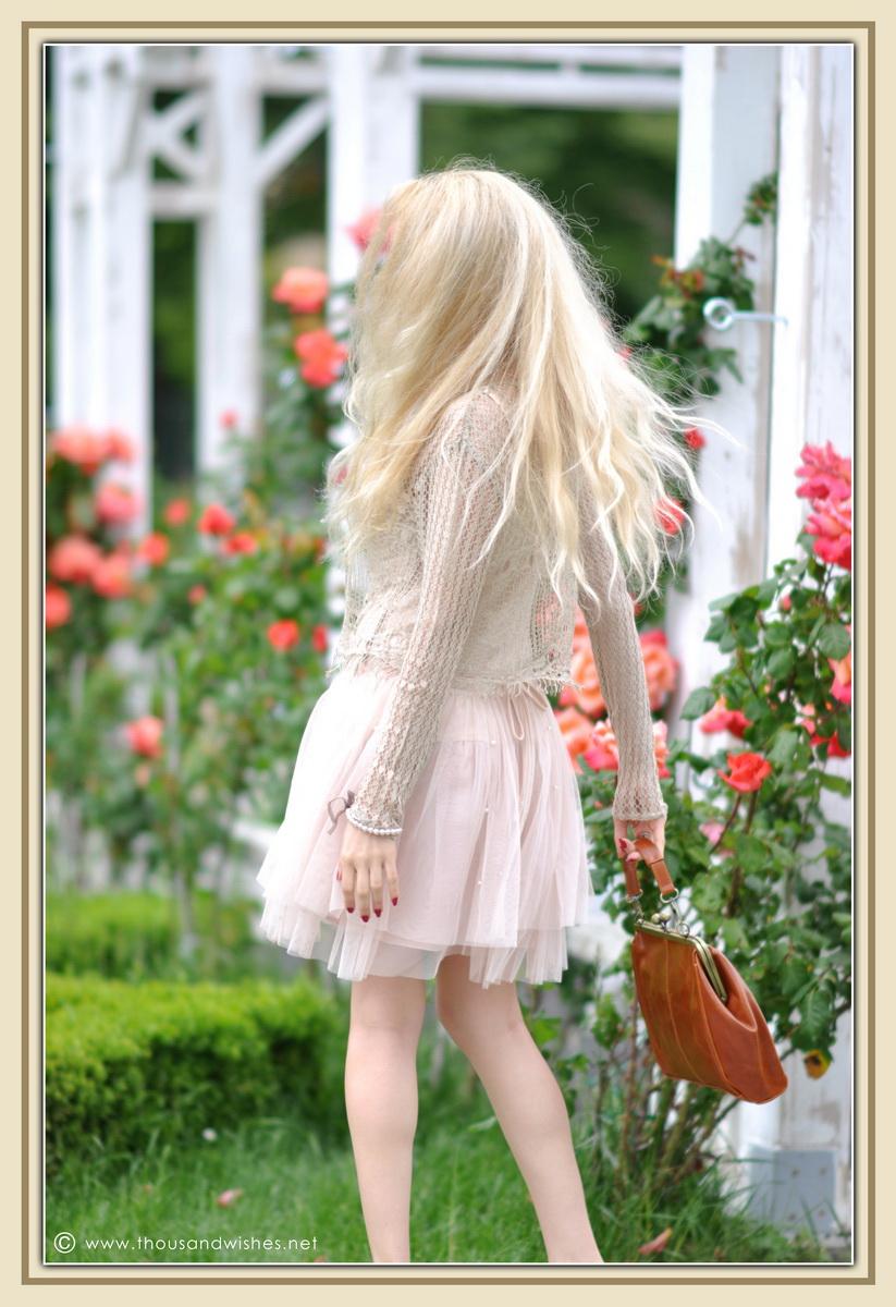 18_vintage_look_tulle_dress_filigree_cameo_brooch