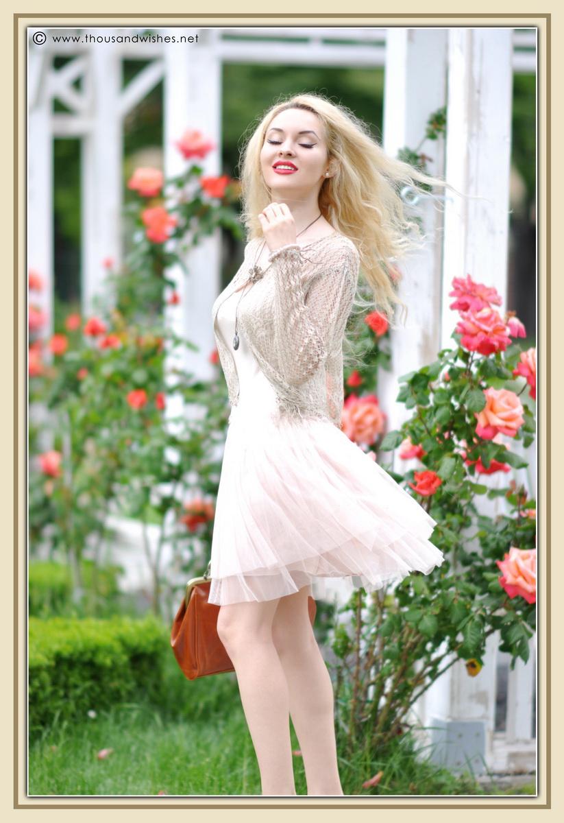 19_vintage_look_tulle_dress_filigree_cameo_brooch