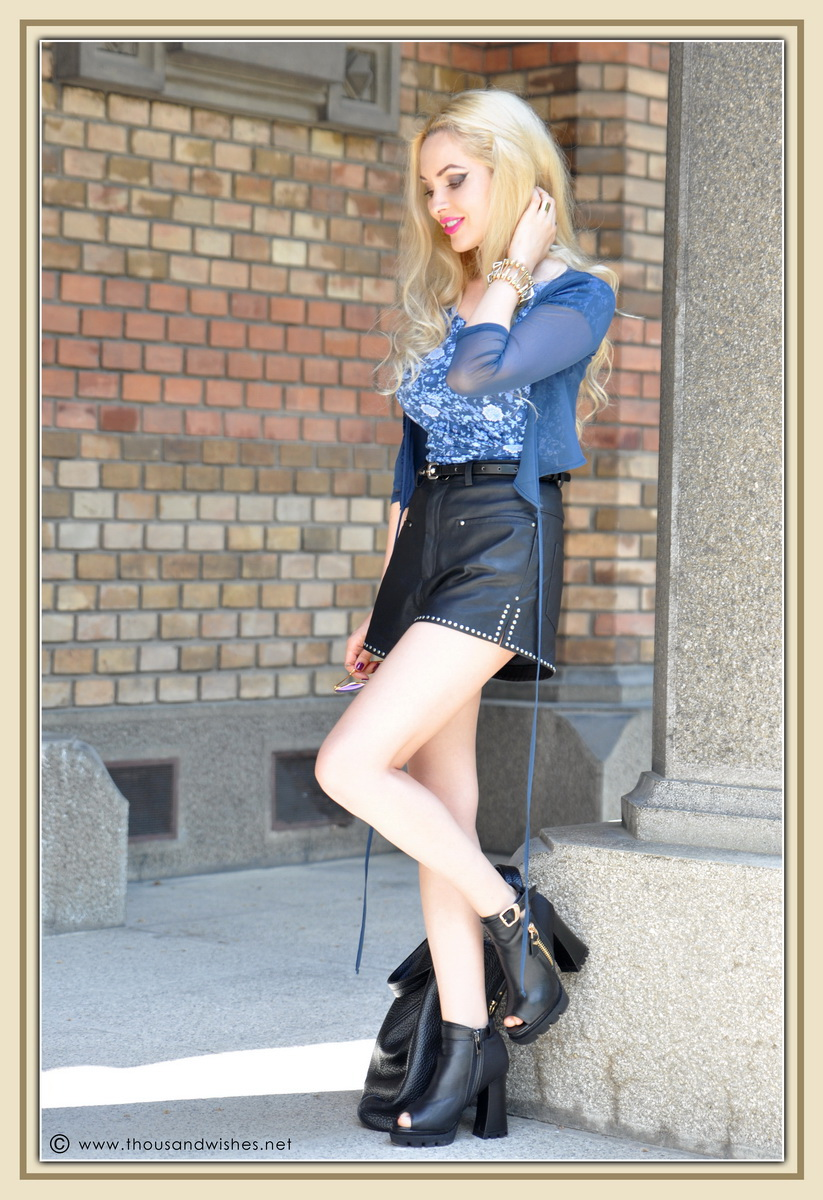 20_leather_black_shorts_blue_glasses_chuncky_boots