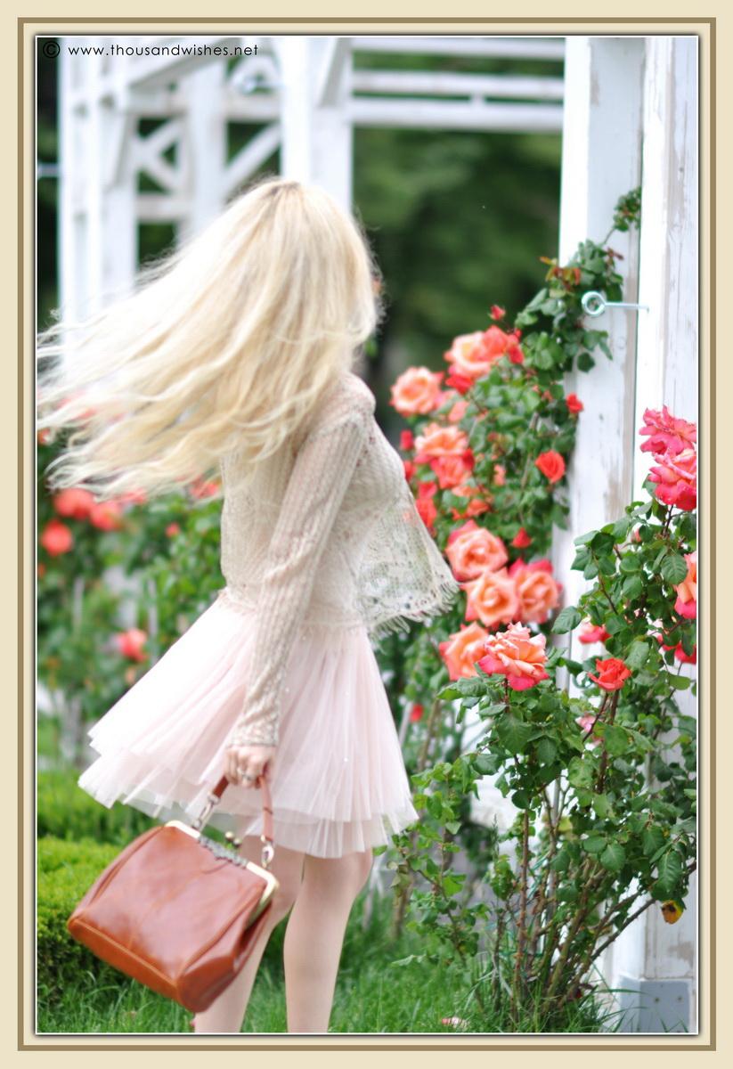 20_vintage_look_tulle_dress_filigree_cameo_brooch