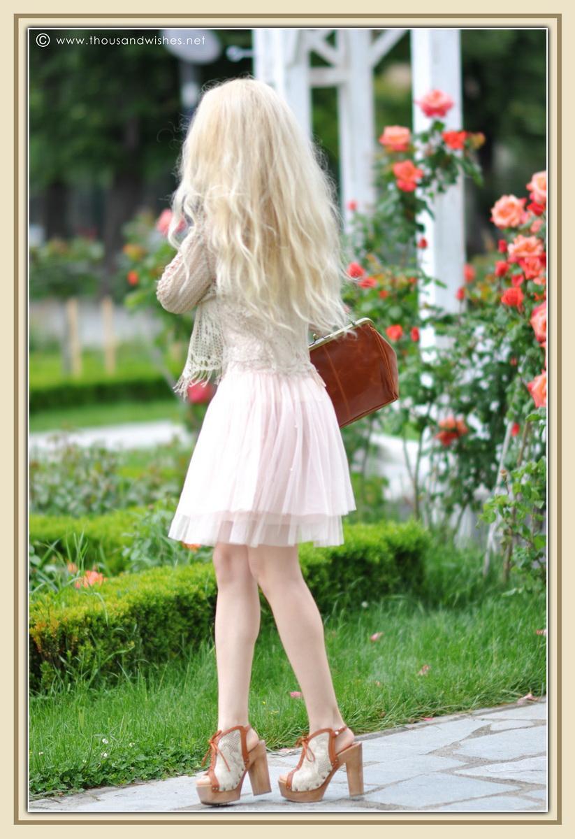 21_vintage_look_tulle_dress_filigree_cameo_brooch