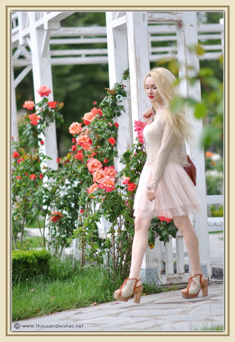 22_vintage_look_tulle_dress_filigree_cameo_brooch