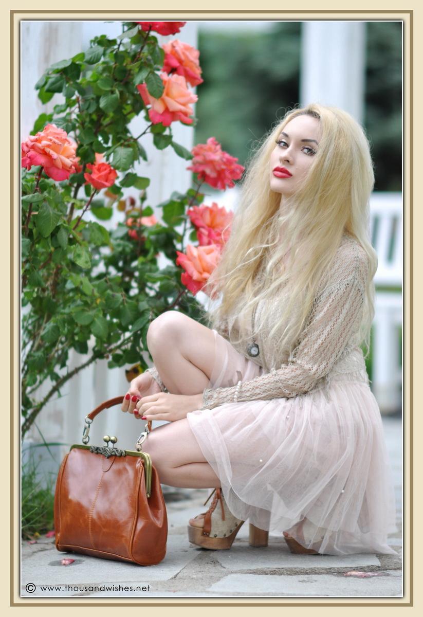 24_vintage_look_tulle_dress_filigree_cameo_brooch_red_lips