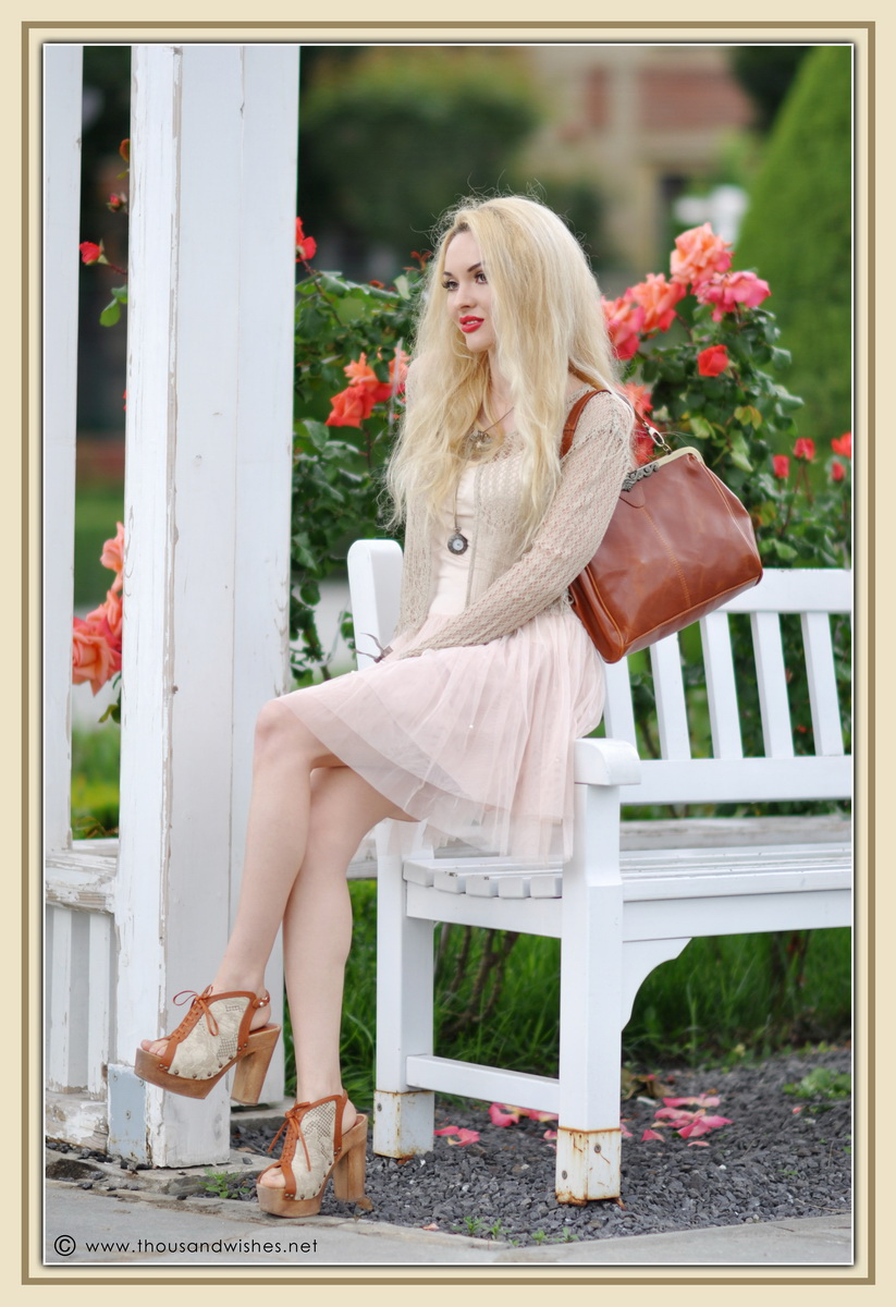 25_vintage_look_tulle_dress_filigree_cameo_brooch_red_lips