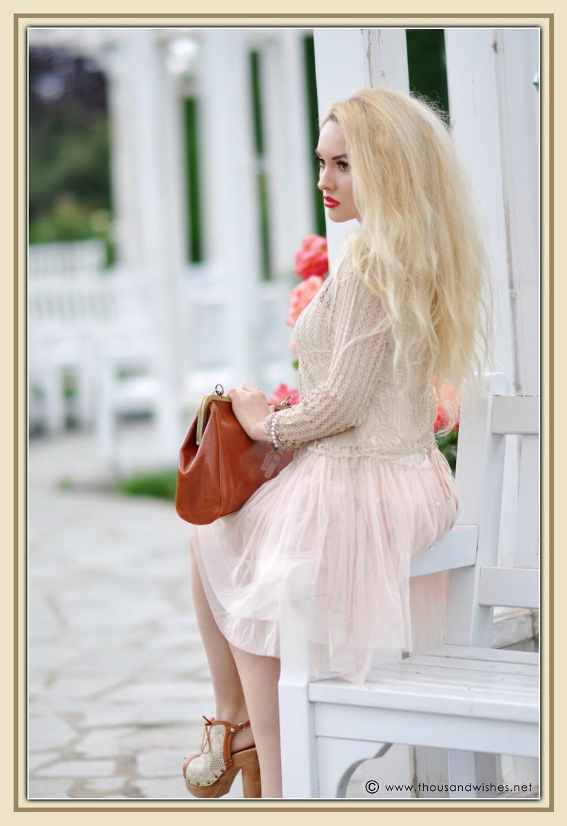 26_vintage_look_tulle_dress_filigree_cameo_brooch_red_lips