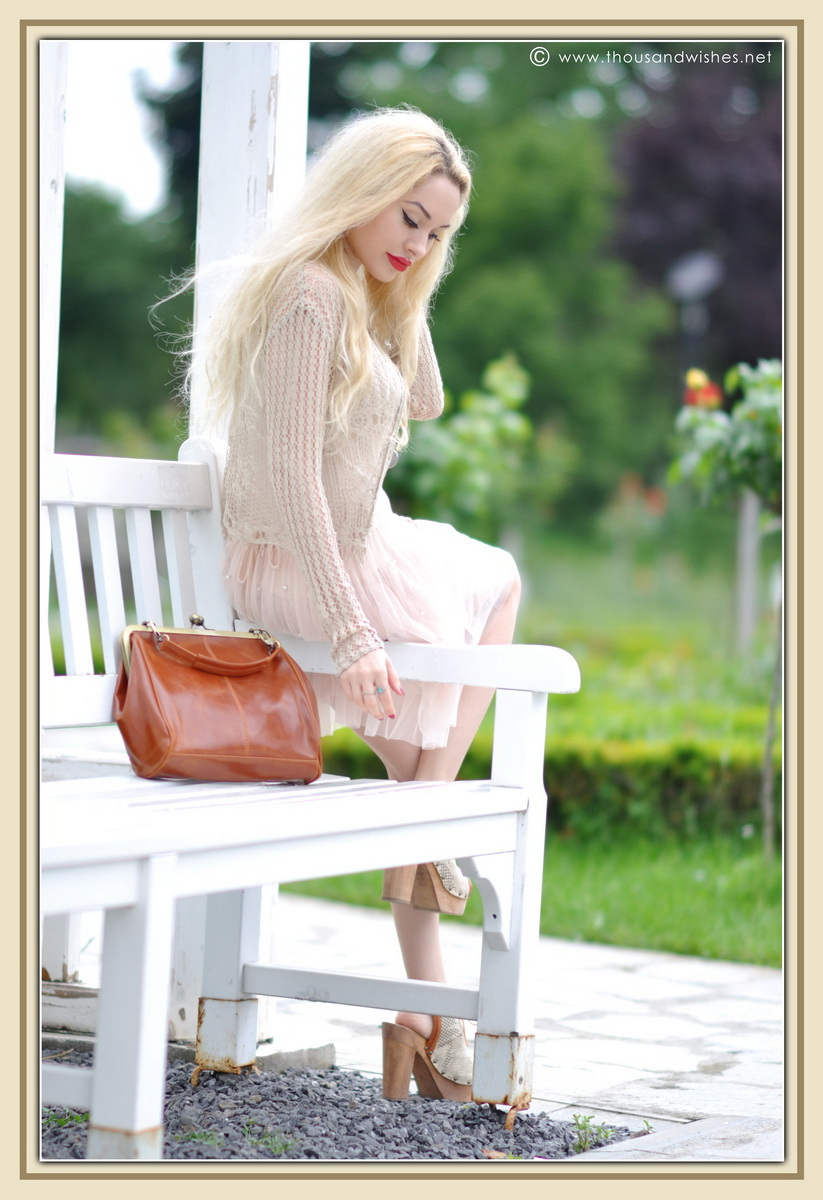 27_vintage_look_tulle_dress_filigree_cameo_brooch_red_lips