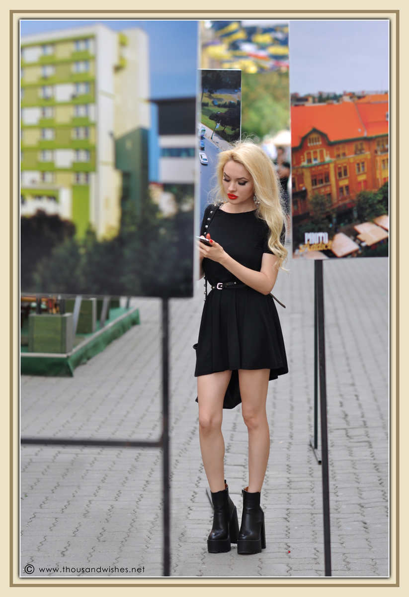 04_black_chunky_boots_dress
