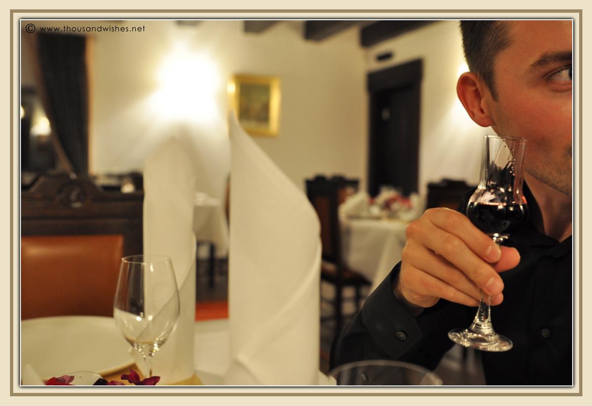 07_vila_leonida_busteni_romania_dinner