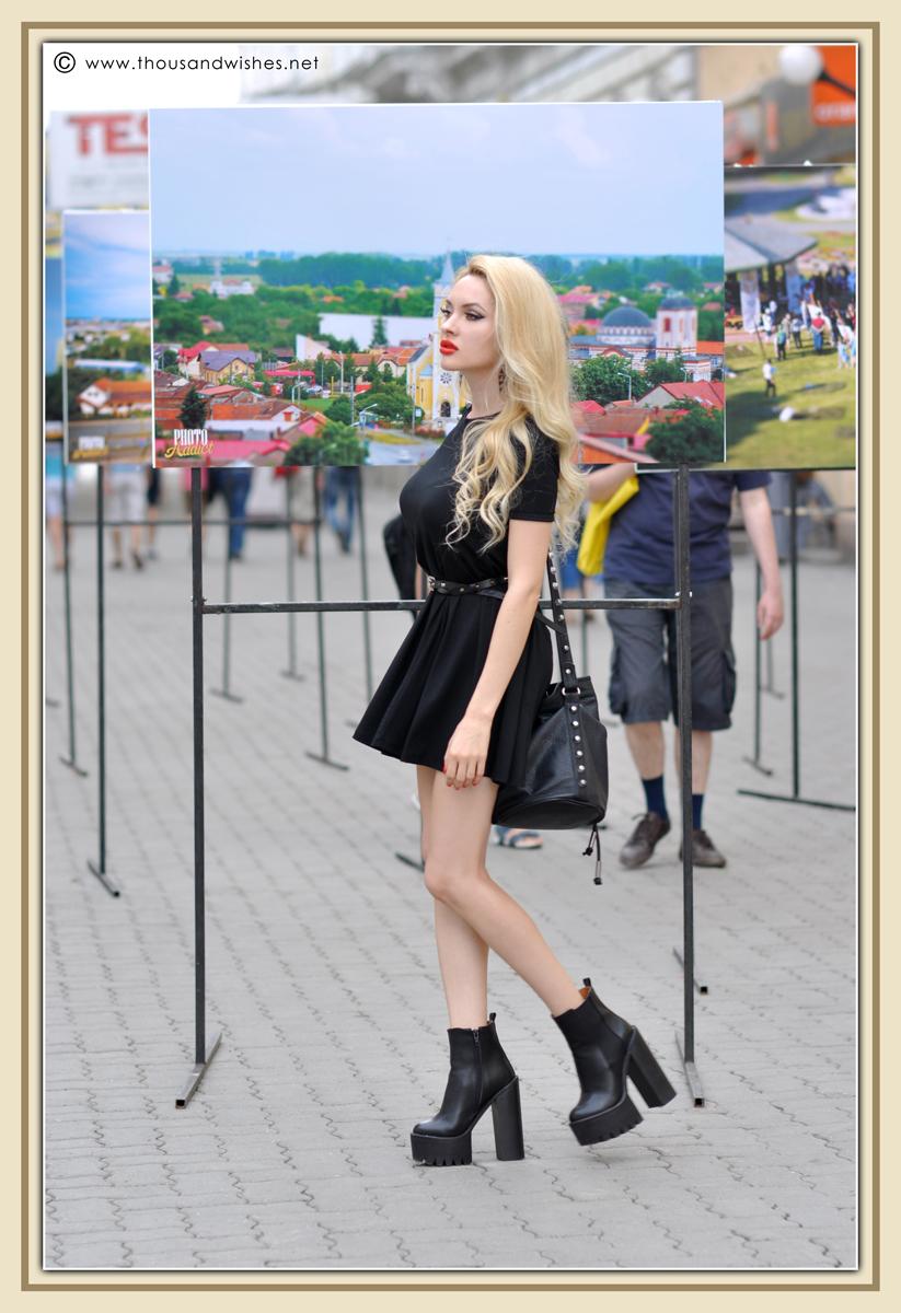 09_black_dress_chunky_heels