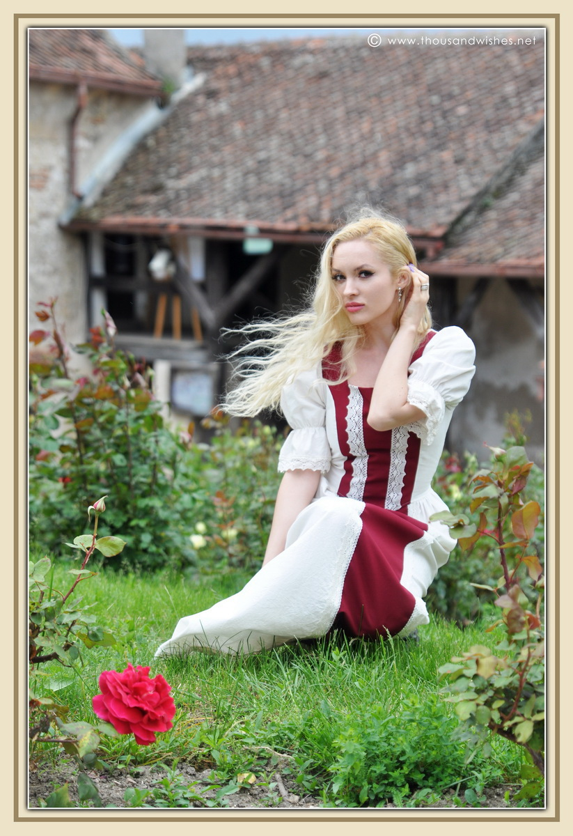 09_saxon_medieval_dress_rasnov_fortress