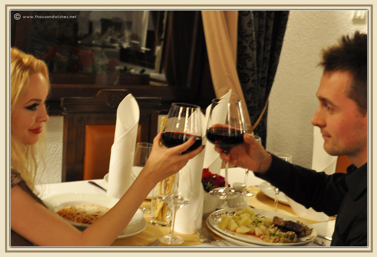 09_vila_leonida_busteni_romania_dinner