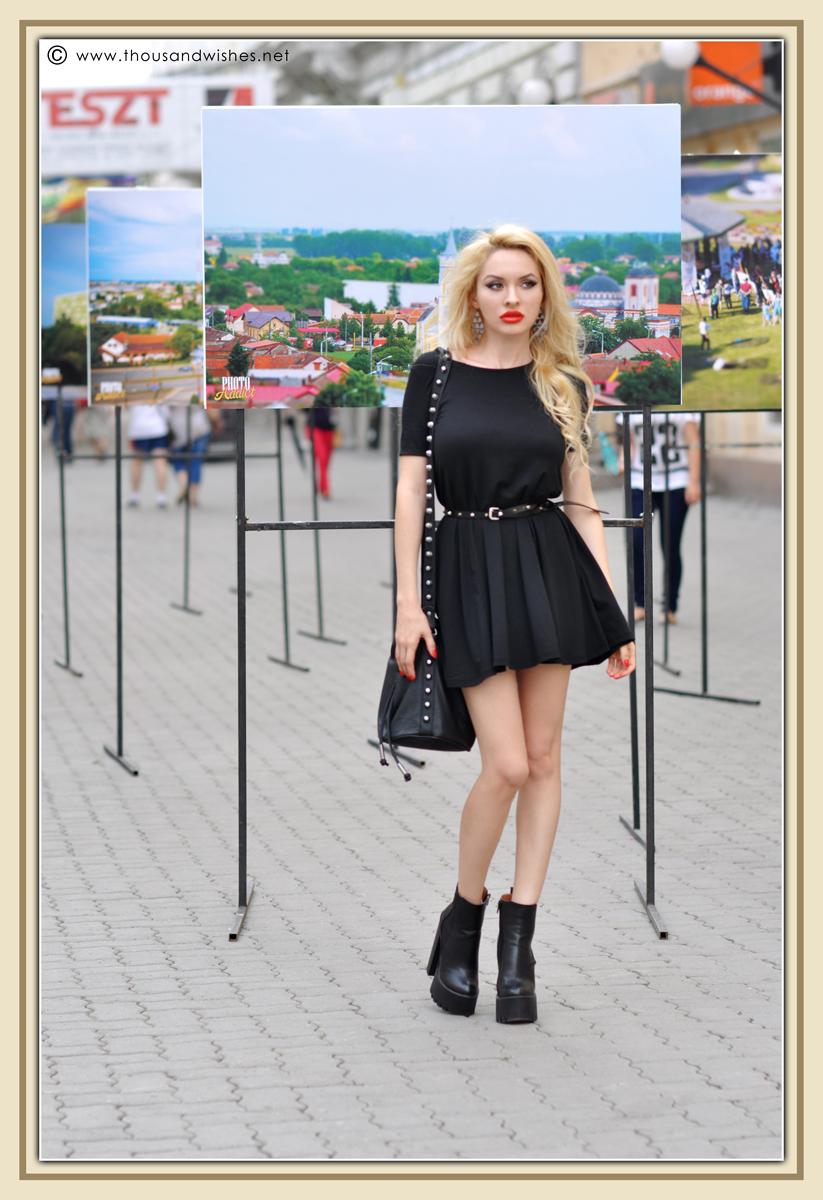 10_black_dress_chunky_heels