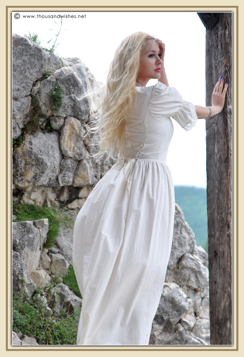 10_saxon_medieval_dress_rasnov_fortress