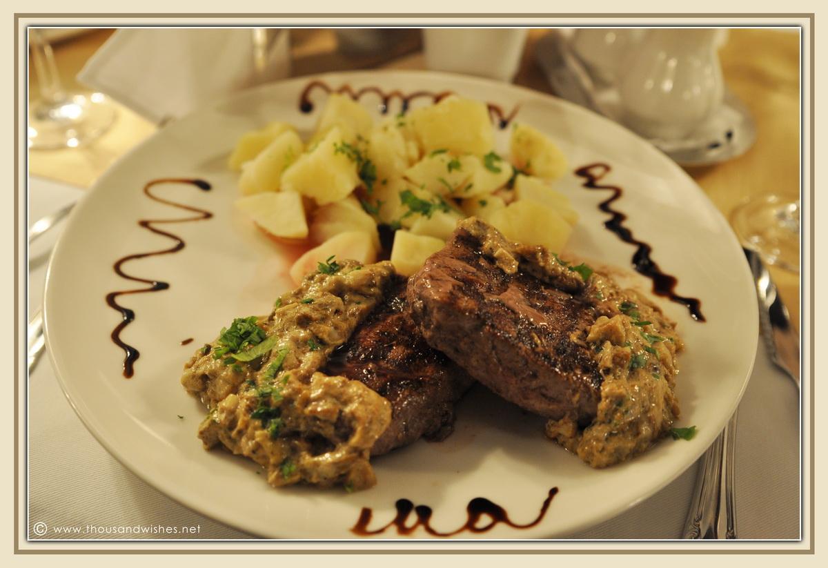 10_vila_leonida_busteni_romania_dinner