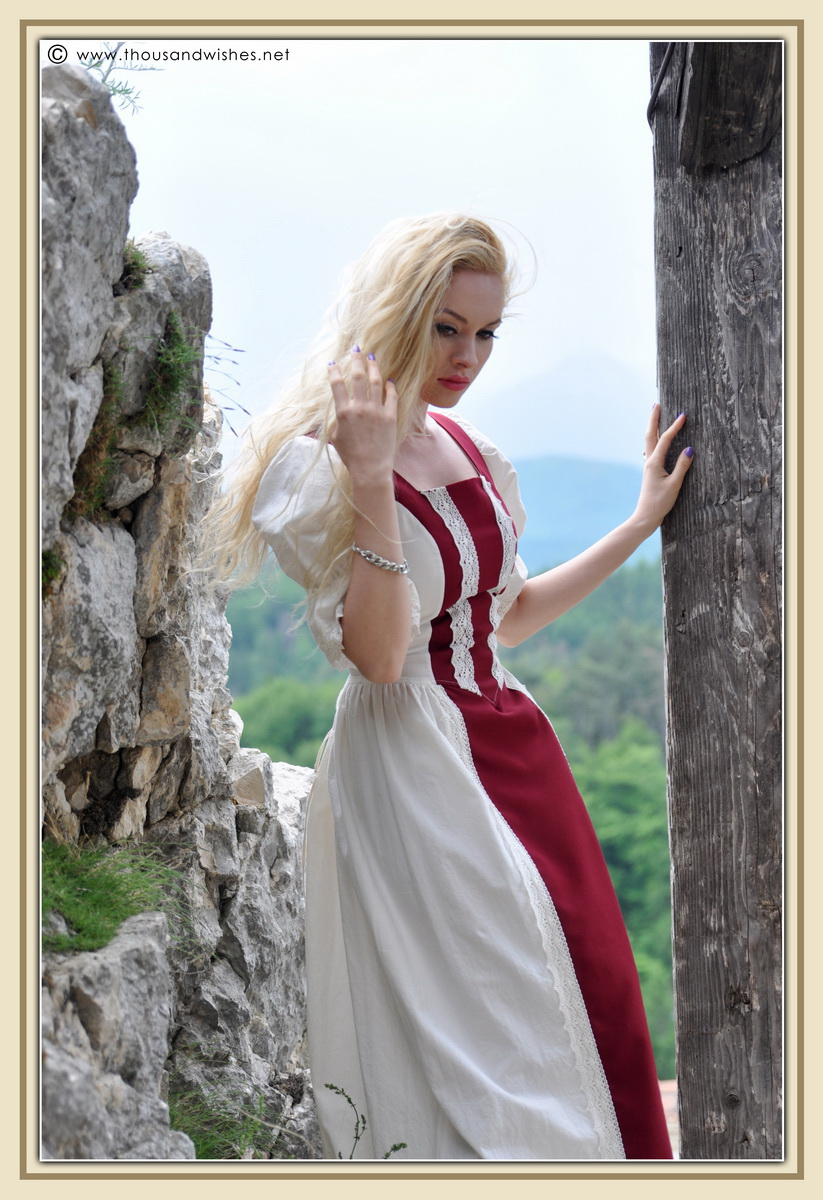11_saxon_medieval_dress_rasnov_fortress