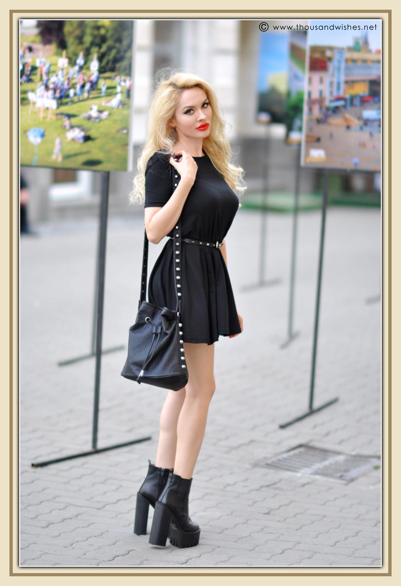 12_black_dress_chunky_heels