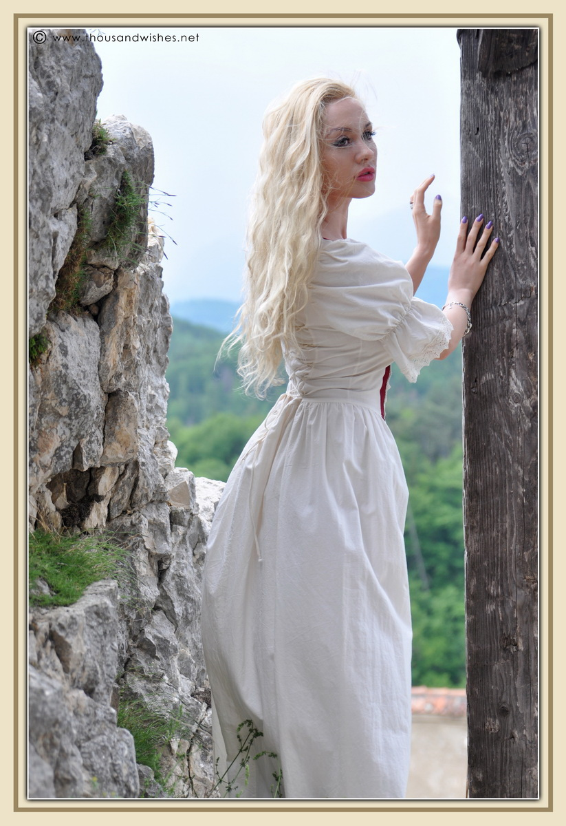 12_saxon_medieval_dress_rasnov_fortress