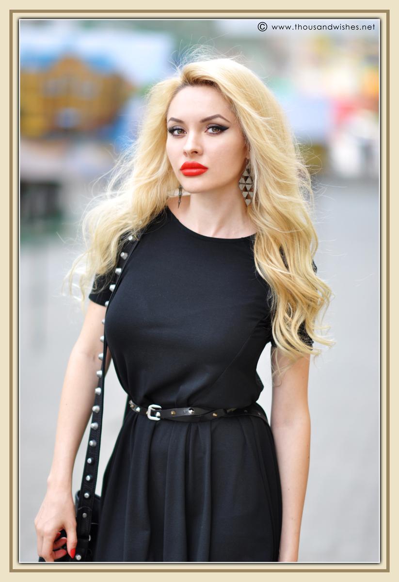 13_black_dress_blonde_coral_lips