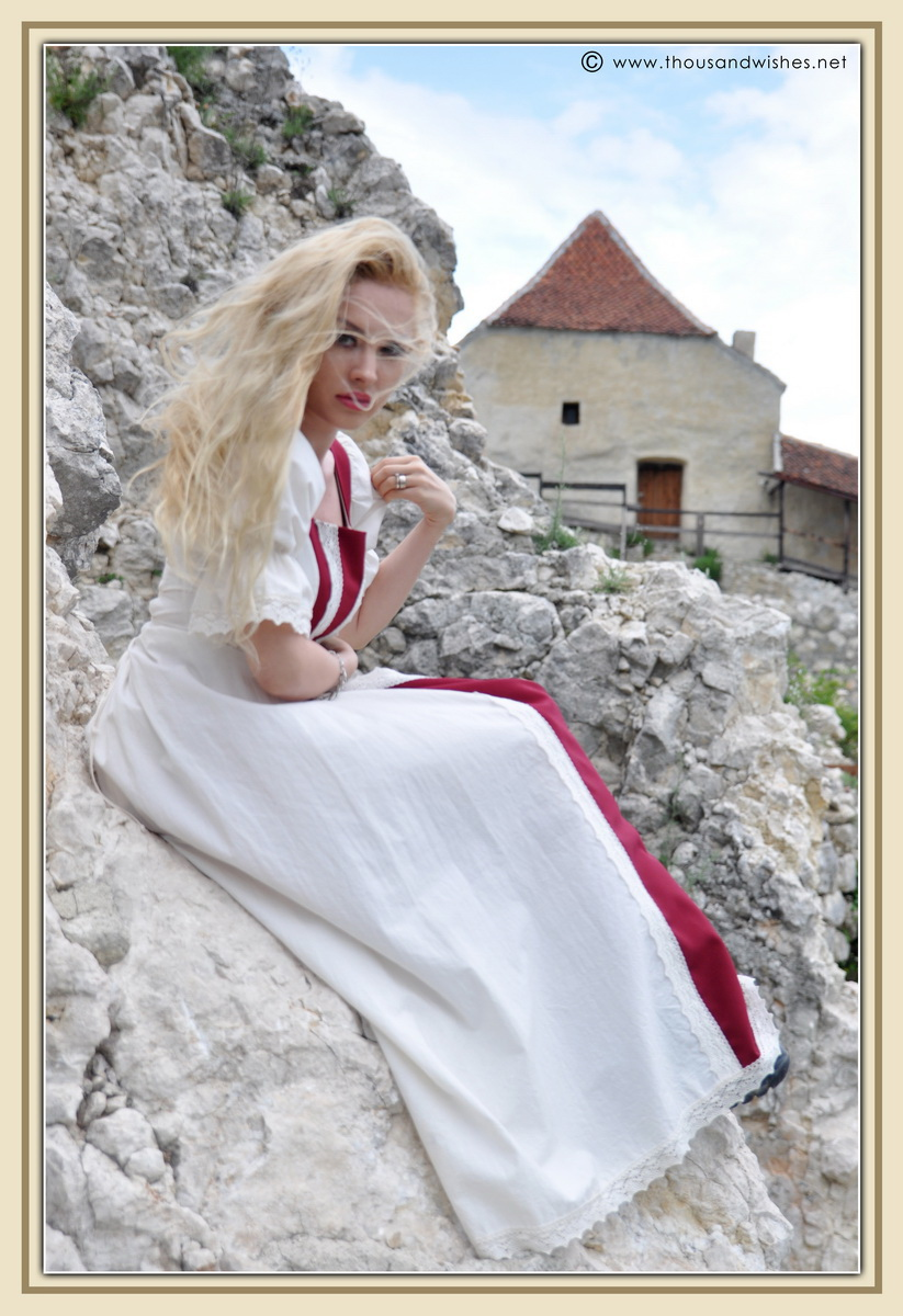 14_saxon_medieval_dress_rasnov_fortress