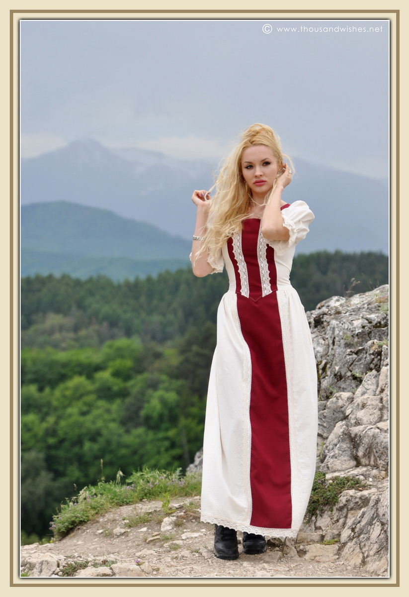 15_saxon_medieval_dress_rasnov_fortress