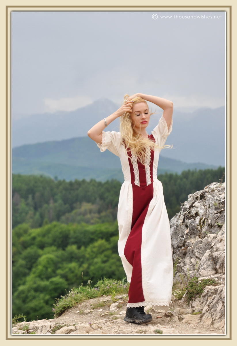 16_saxon_medieval_dress_rasnov_fortress
