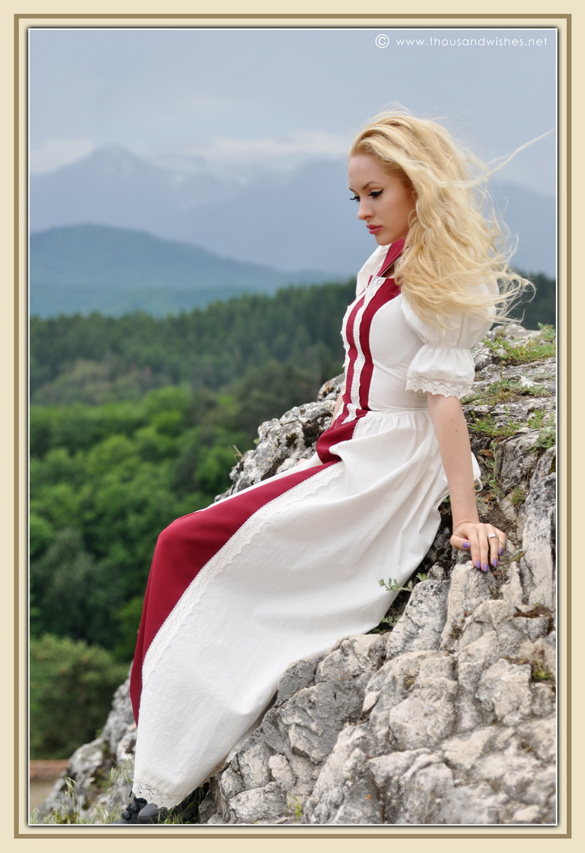 18_saxon_medieval_dress_rasnov_fortress
