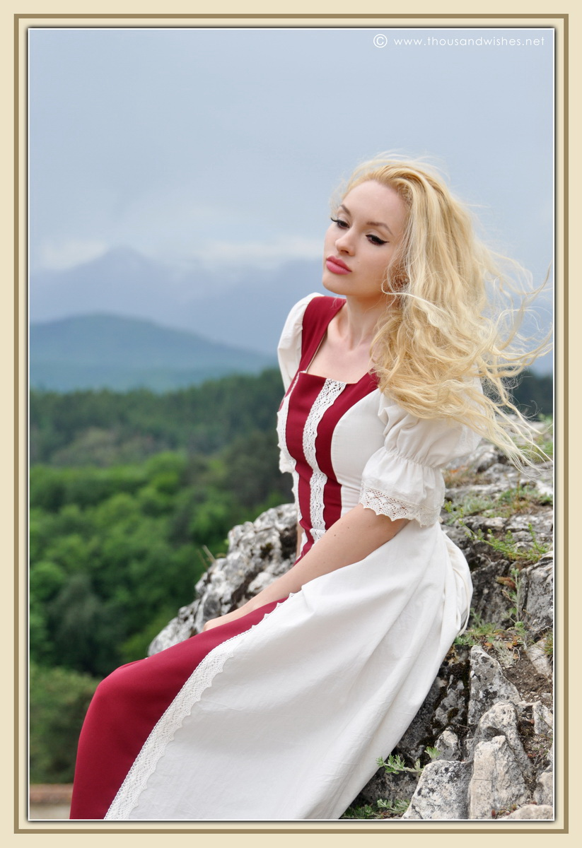 19_saxon_medieval_dress_rasnov_fortress