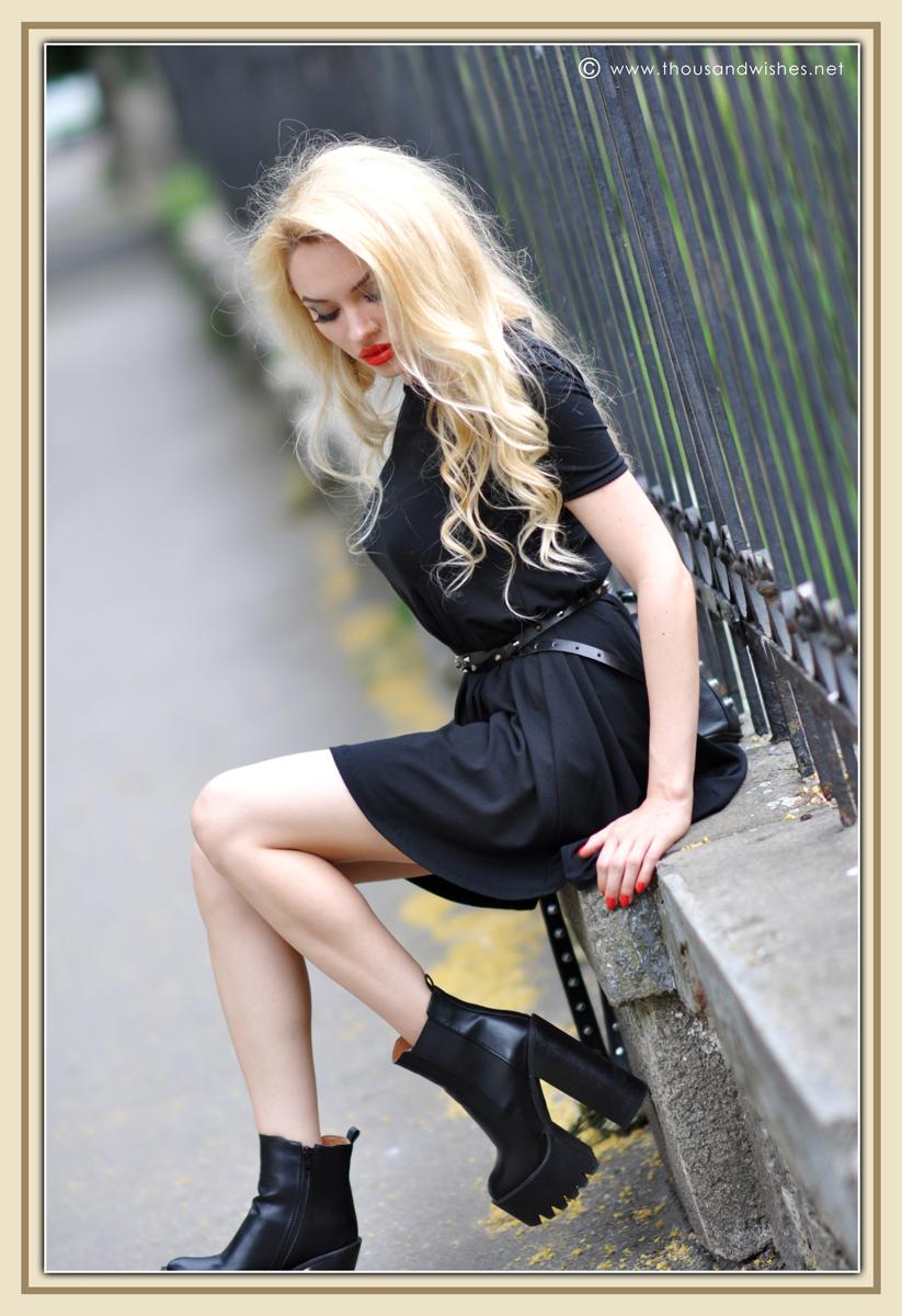20_black_dress_blonde_chunky_heels
