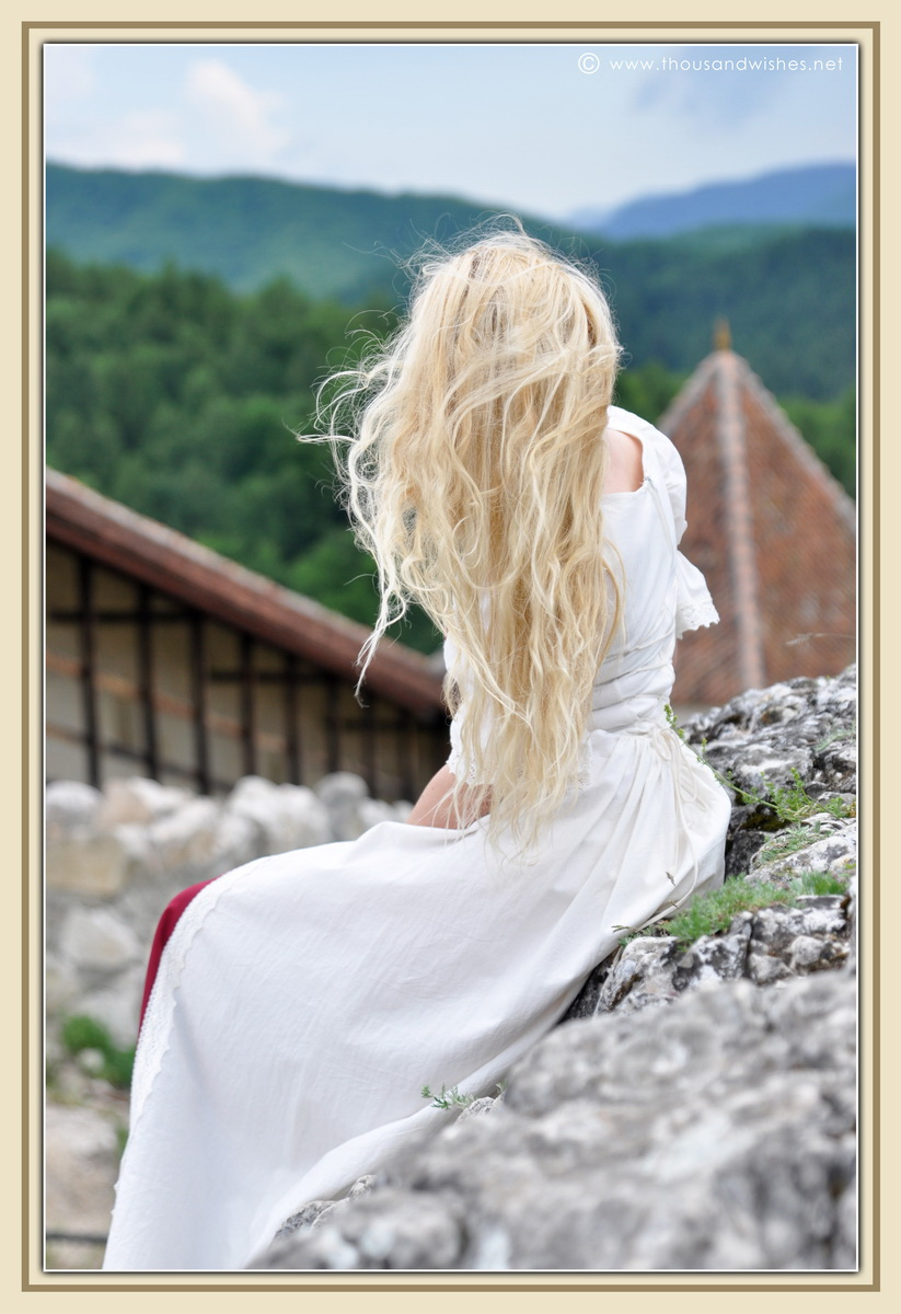 20_saxon_medieval_dress_rasnov_fortress