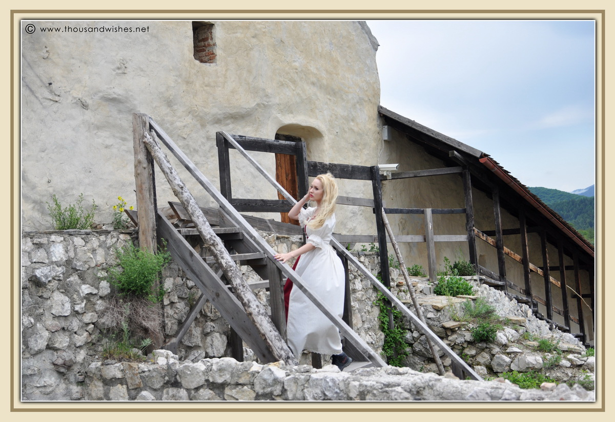 23_saxon_medieval_dress_rasnov_fortress