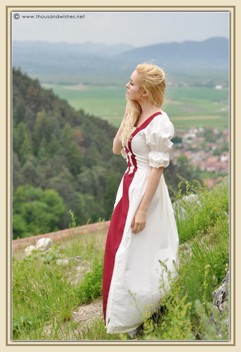 24_saxon_medieval_dress_rasnov_fortress