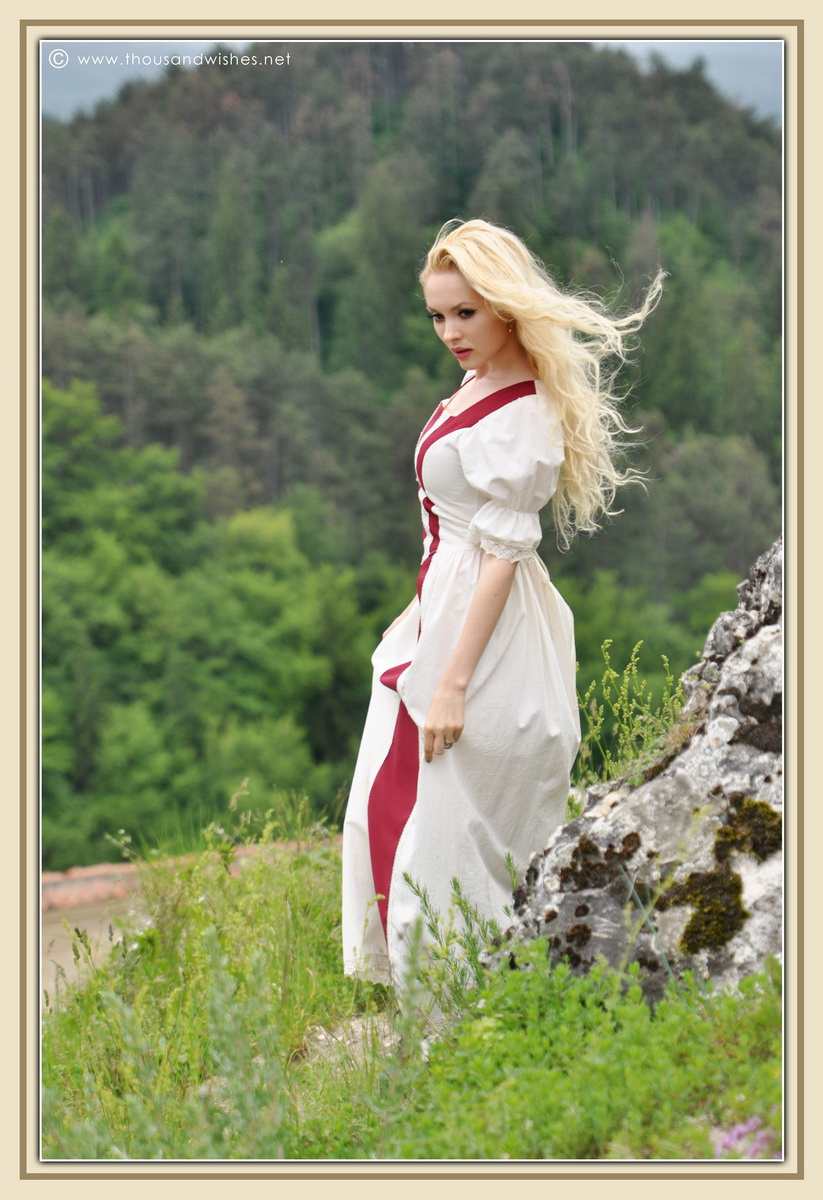 25_saxon_medieval_dress_rasnov_fortress