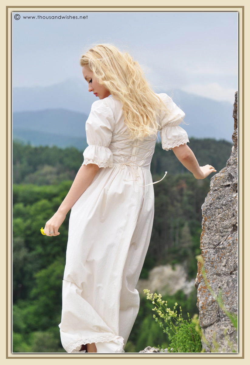 28_saxon_medieval_dress_rasnov_fortress