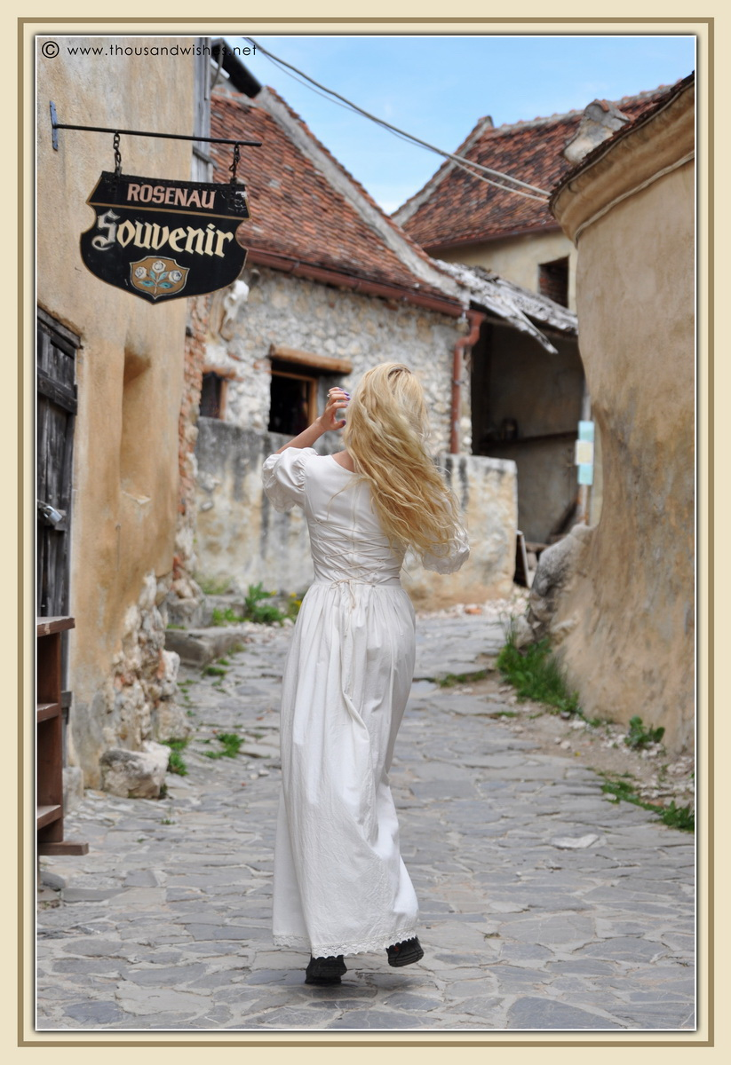 33_saxon_medieval_dress_rasnov_fortress