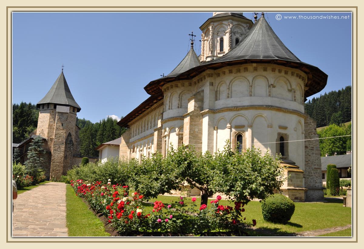 01_bucovina_painted_monasteries_putna