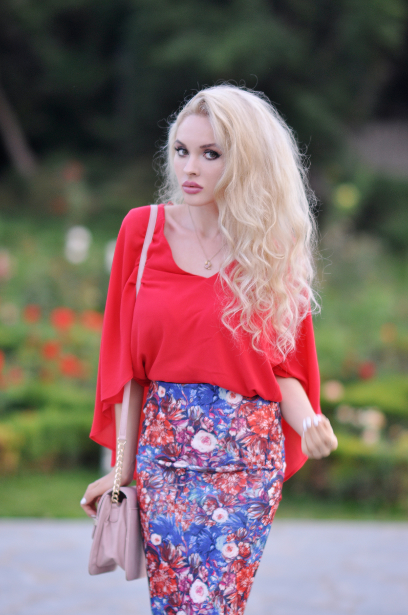 01_coral_zara_shirt_con_floral_skirt_asos