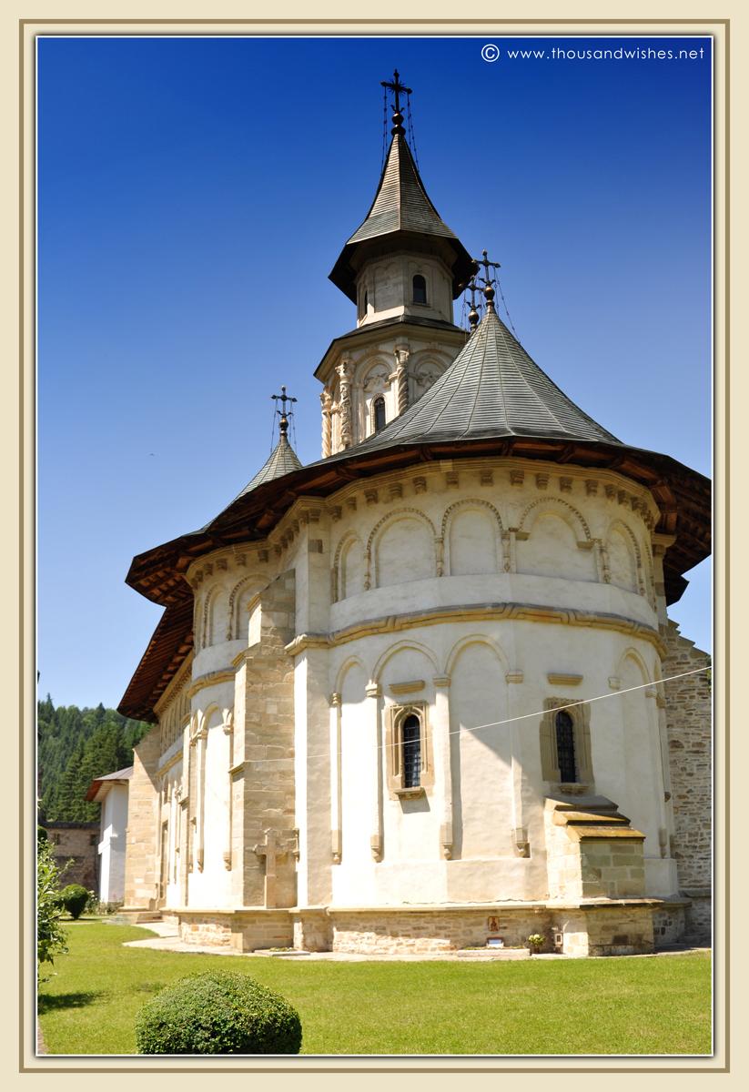 02_bucovina_painted_monasteries_putna